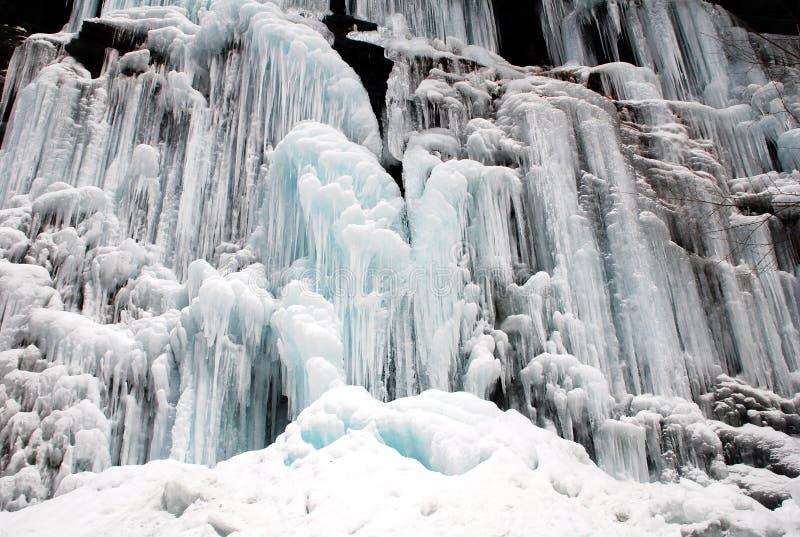 Bevroren waterval en Sneeuw royalty-vrije stock foto