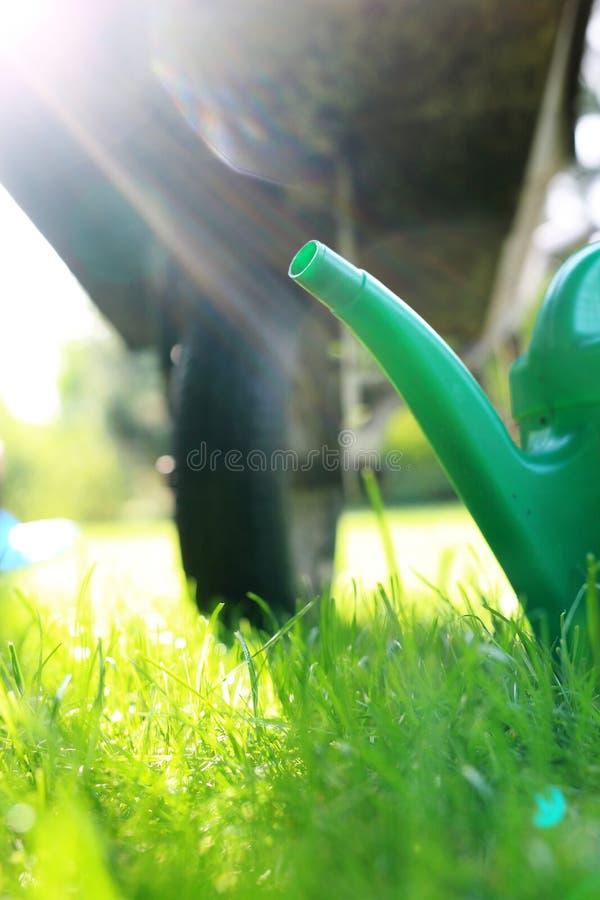 Bewässerung des Gartens tool lizenzfreie stockbilder