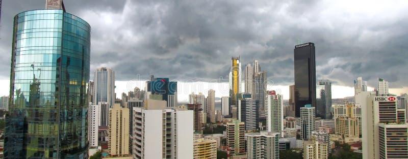 Bewölkter Himmel über Panama-Stadt stockfoto