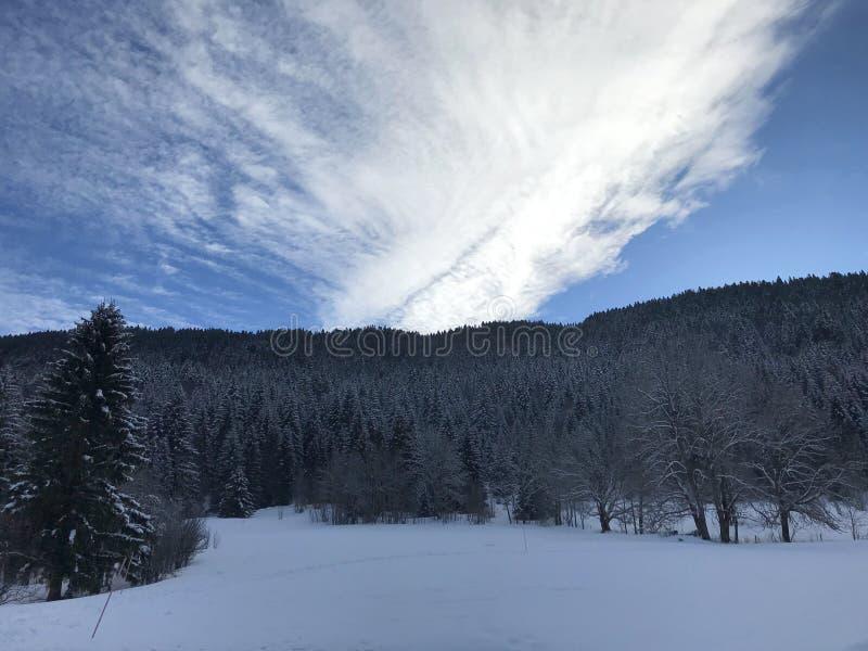 Bewölkter Himmel auf Alpes stockfotos