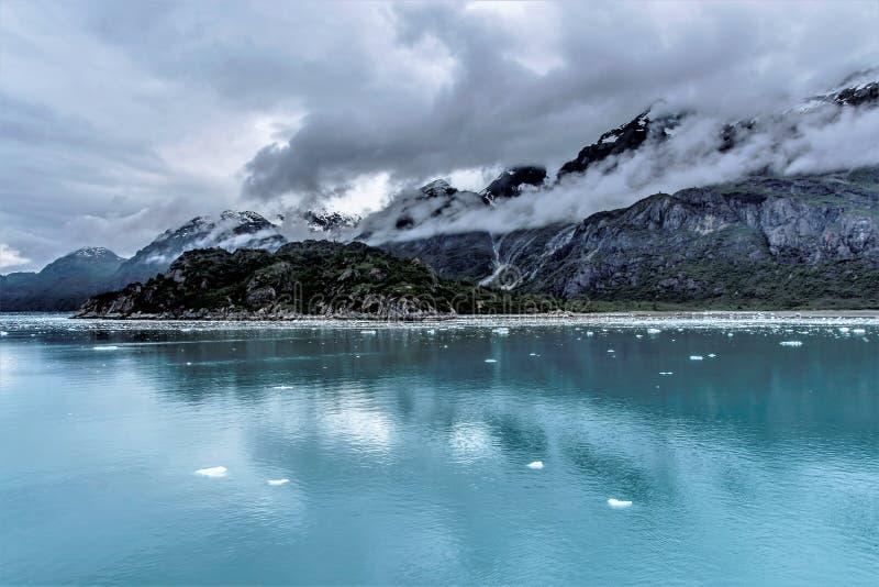Bewölkter Nationalpark Glacier Bays, Alaska lizenzfreie stockfotos