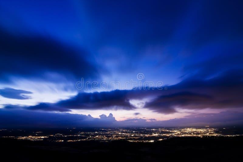 Bewölkter Sonnenuntergang lizenzfreie stockfotografie
