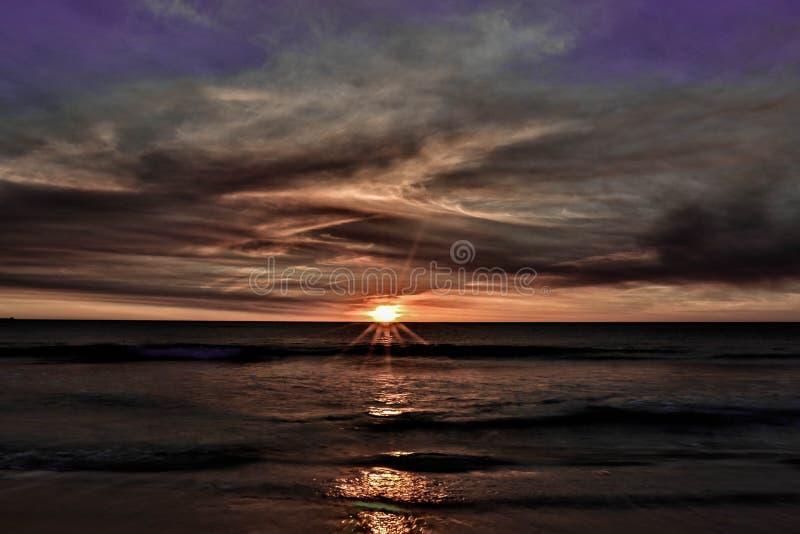 Bewölkter Sonnenuntergang Perth West-Australien stockfoto