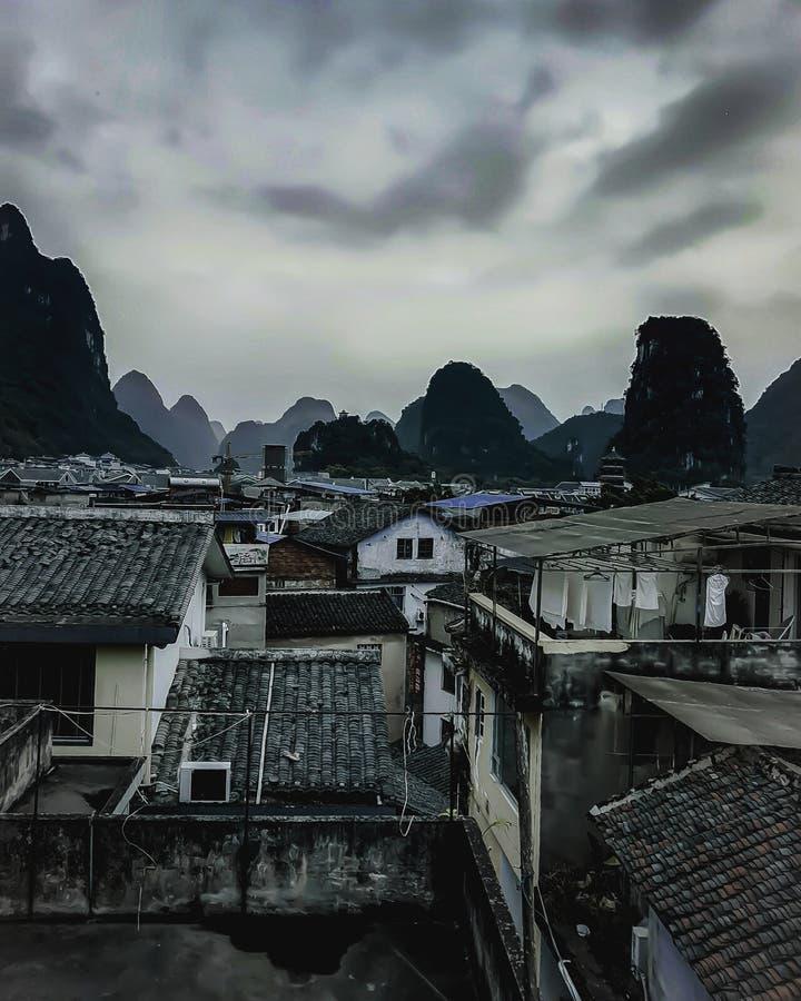 Bewölkter Tag Yangshuo lizenzfreie stockbilder