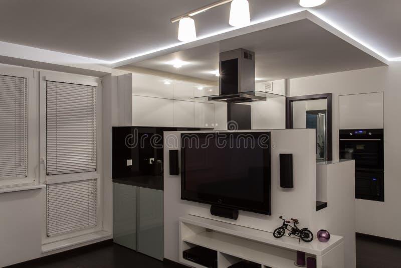 Bewölktes Haus - Badezimmerspiegel stockfoto