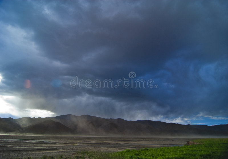 Bewölktes Tibet stockfoto