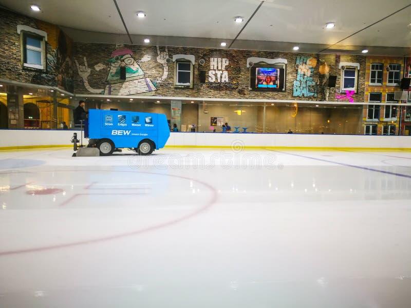 BEW unsere energie για τον πάγο resurfacer, είναι μια συσκευή οχημάτων που χρησιμοποιείται για να καθαρίσει και να λειάνει την επ στοκ φωτογραφίες