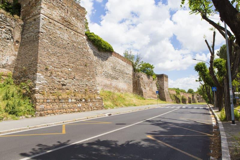 Bewaard deel van de muur en de straat van Aurelian royalty-vrije stock fotografie