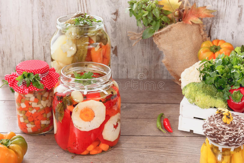 Bewaarde groenten en kruiden royalty-vrije stock fotografie