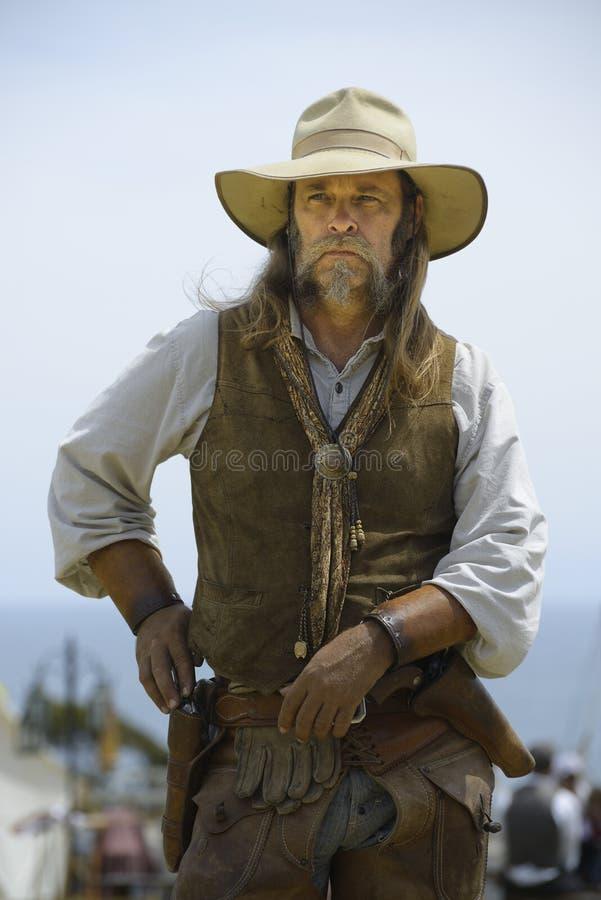 Bewaffneter Bandit des wilden Westens stockfotos