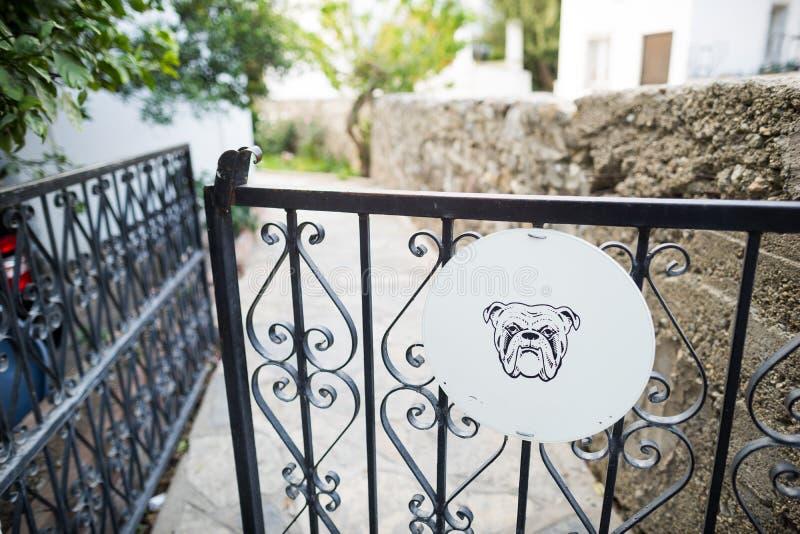 Beware van de hond stock afbeelding