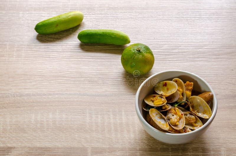 Beweeg Fried Clams met Geroosterd Chili Paste, Thais voedsel royalty-vrije stock afbeeldingen