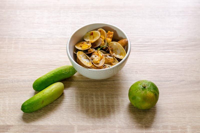Beweeg Fried Clams met Geroosterd Chili Paste, Thais voedsel stock afbeeldingen