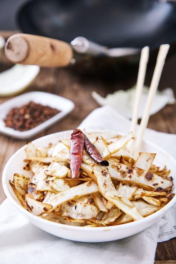 Beweeg gebraden kool in wok met peper royalty-vrije stock fotografie