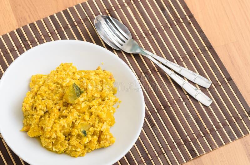 Beweeg gebraden pompoen met scrambled ei, Thais voedsel stock fotografie
