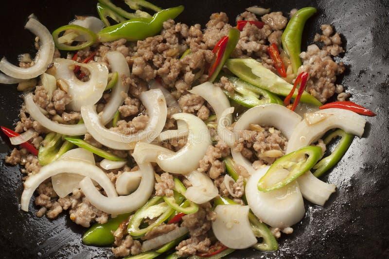 Beweeg Thais de Straatvoedsel van gebraden gerechtvarkenskoteletten royalty-vrije stock fotografie