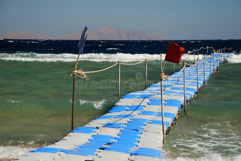 Beweegbare pier in een toeristische toevlucht Sharm el Sheikh Rode Overzees, Egypte royalty-vrije stock afbeeldingen