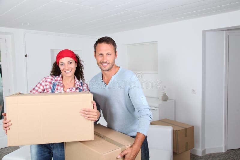 Bewegen Sie sich in neues Haus lizenzfreie stockfotografie
