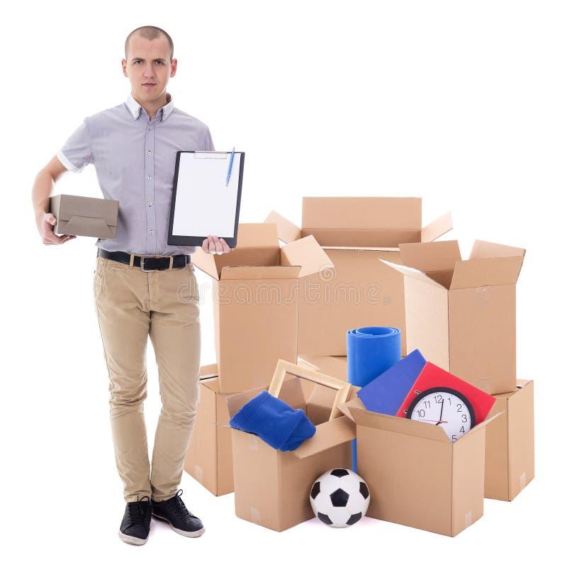 Bewegend dag of leveringsconcept - mens met bruine kartondozen stock afbeelding