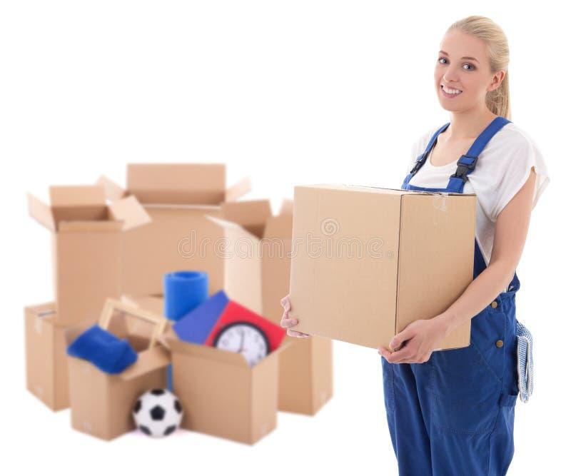Bewegend dagconcept - vrouw in blauwe workwear met kartondozen stock afbeelding