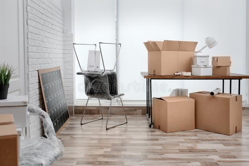 Bewegend dozen en meubilair royalty-vrije stock fotografie