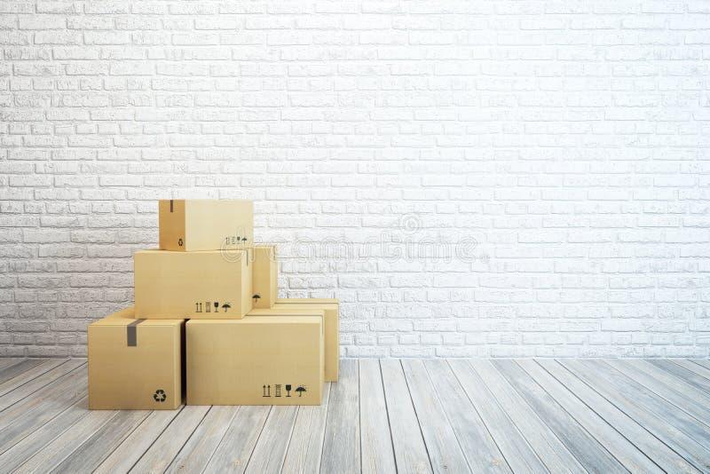 Bewegende dozen bij een nieuw huis royalty-vrije stock afbeeldingen