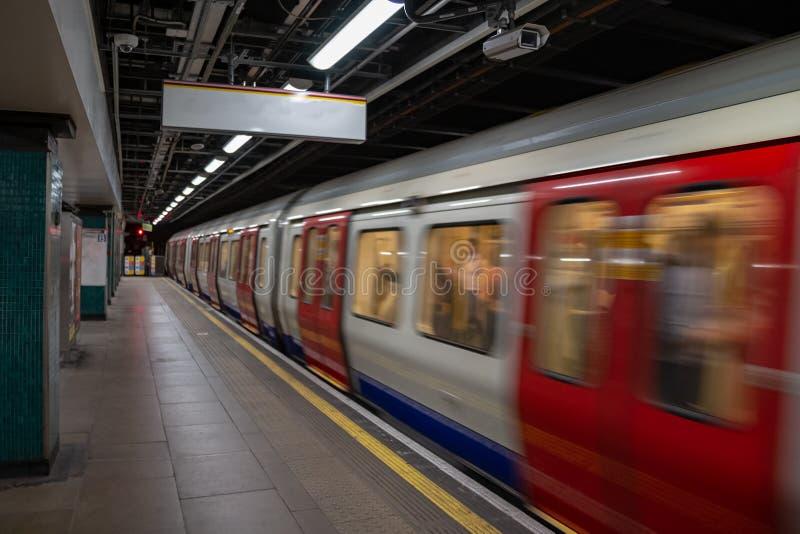 Bewegende trein, ondergronds vage motie, Londen royalty-vrije stock afbeelding
