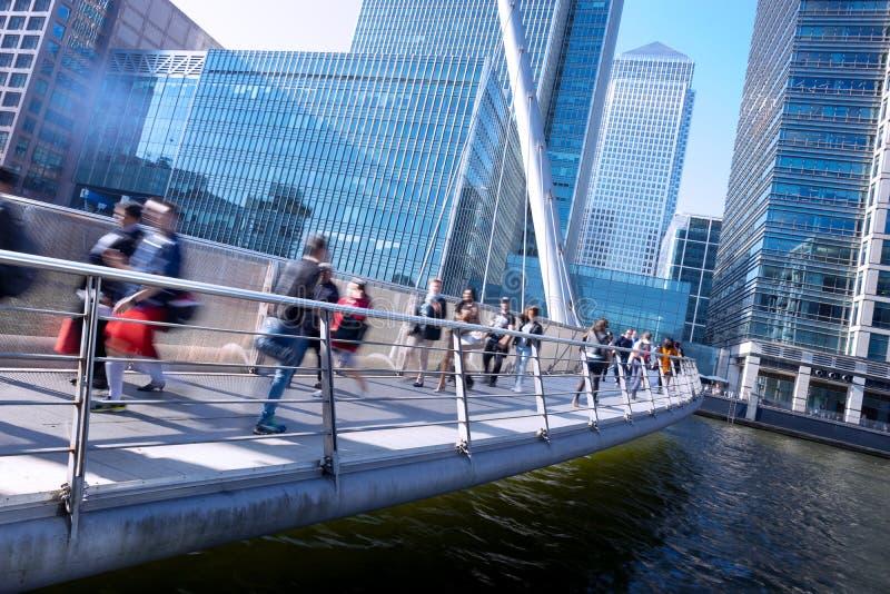 Beweging van mensen in spitsuur, het bureau de van Bedrijfs Londen bouw stock foto