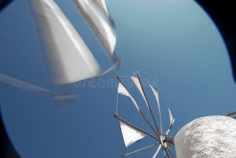Bewegliche Windmühlen in Kreta lizenzfreies stockbild