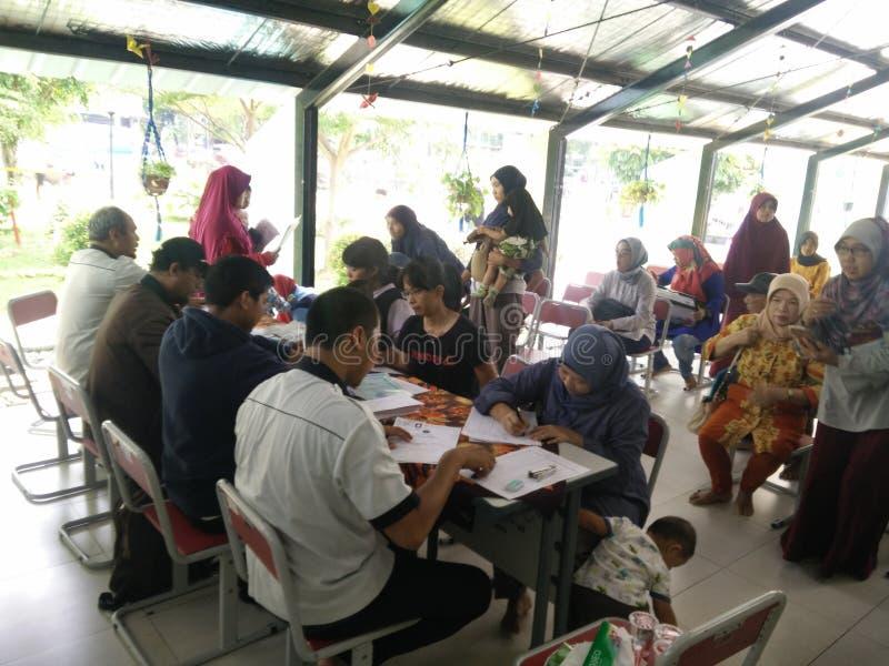 beweglicher Service f?r die Herstellung eines childs Personalausweises, Jakarta, Indonesien am 2. April 2019 lizenzfreie stockfotos