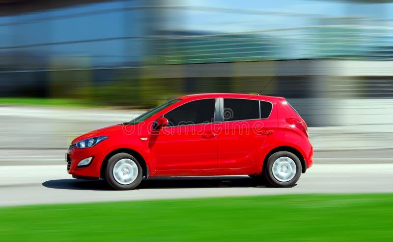 bewegliches kleines rotes auto stockfoto bild von schnell transport 48551154. Black Bedroom Furniture Sets. Home Design Ideas