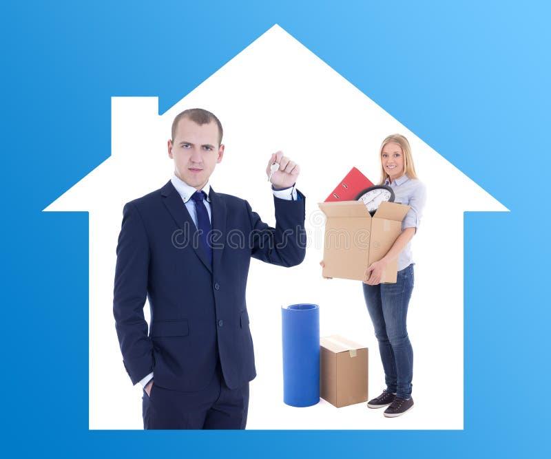 Bewegliches Tageskonzept - Geschäftsmannimmobilienagentur, die Schlüssel zu gibt lizenzfreies stockbild