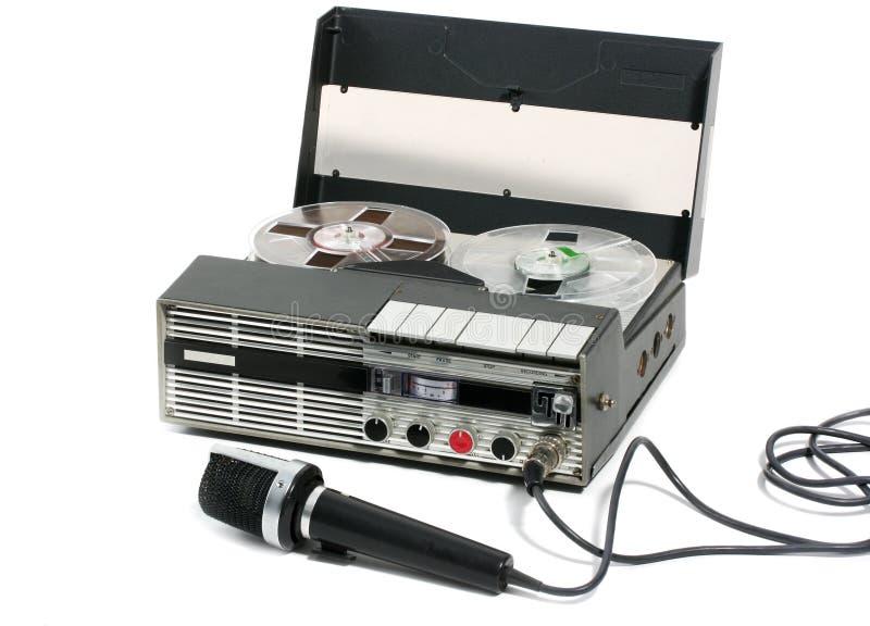 Bewegliches Tonbandgerät und Mikrofon stockfoto