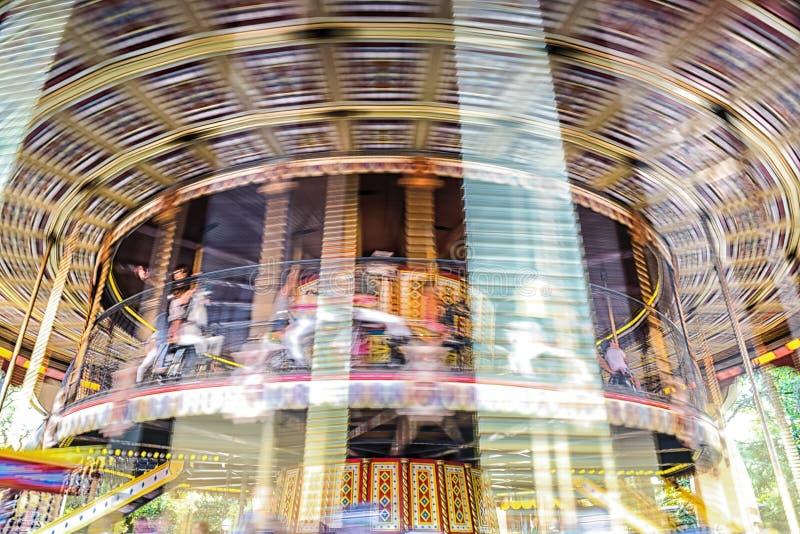 Bewegung des Weinlesekarussellkarussells lizenzfreie stockfotografie