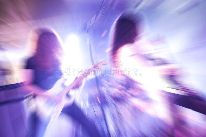 Bewegung unscharfer Rockband stockfotografie