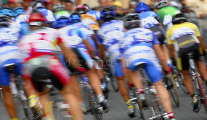 Bewegungszittern ein Gruppe Radfahrer lizenzfreies stockbild