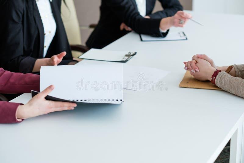 Bewerberinterview setzen Arbeitsunternehmenskarriere ein stockfotografie