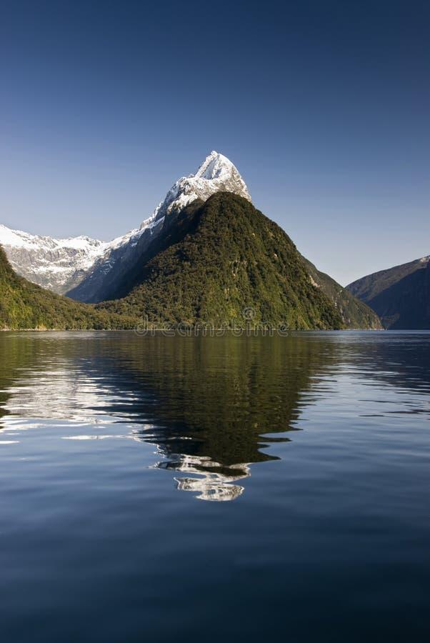 Bewerk Piek, Milford-Geluid, het Nationale Park van Fiordland, Zuideneiland, Nieuw Zeeland in verstek royalty-vrije stock afbeeldingen