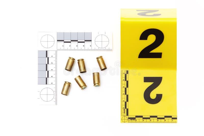 Bewijsmateriaal van pistoolmunitie - lege gebruikte patronen stock fotografie