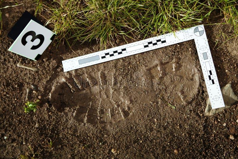 Bewijsmateriaal van voetafdruk op misdaadscène stock afbeeldingen