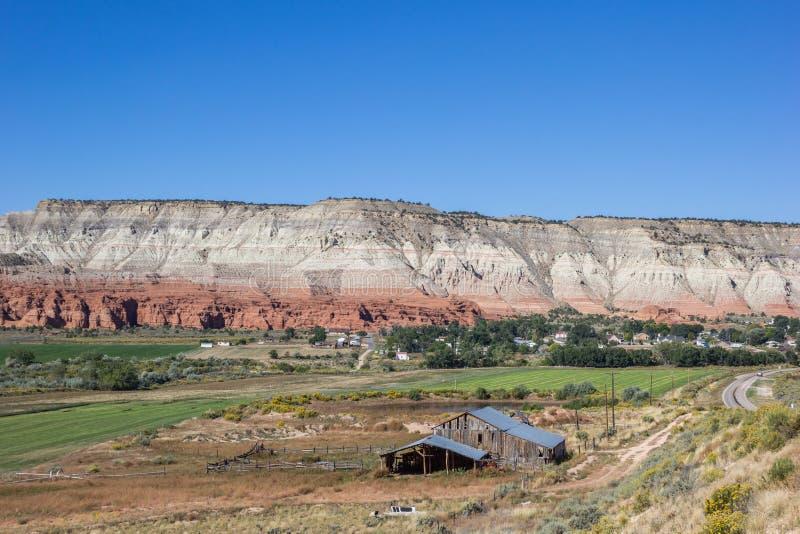 Bewirtschaften Sie entlang szenischem Seitenweg in Utah, USA stockbild