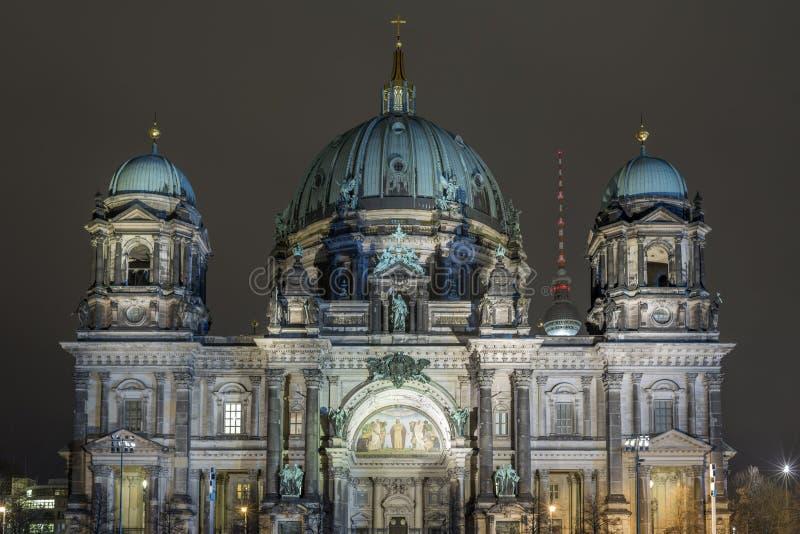 Bewohner von Berlin Dom bis zum Nacht stockfotos