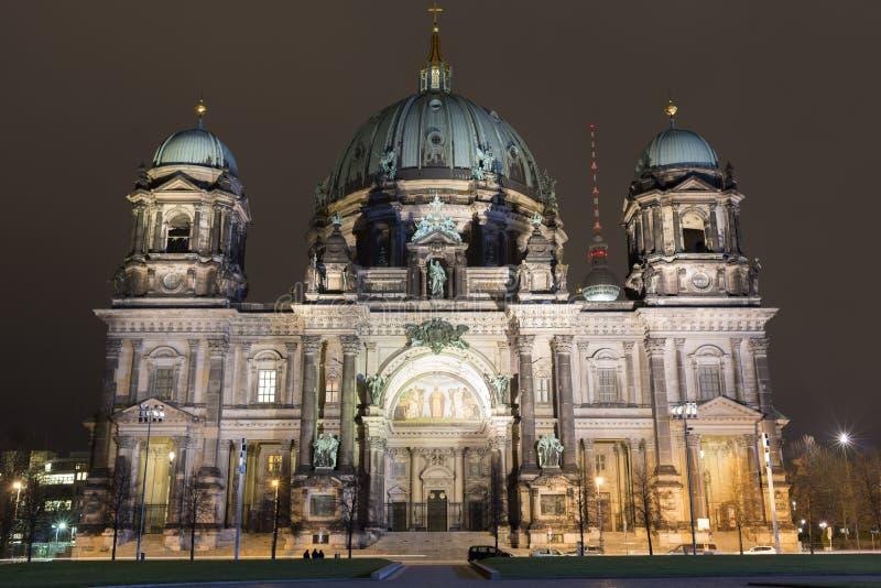 Bewohner von Berlin Dom bis zum Nacht lizenzfreies stockfoto