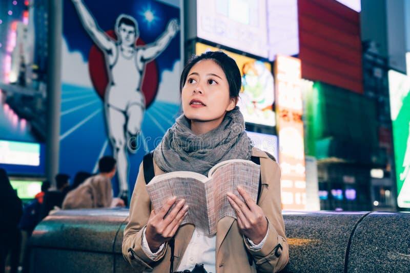 Bewohner- von Nipponläufermann im Hintergrund lizenzfreie stockfotos