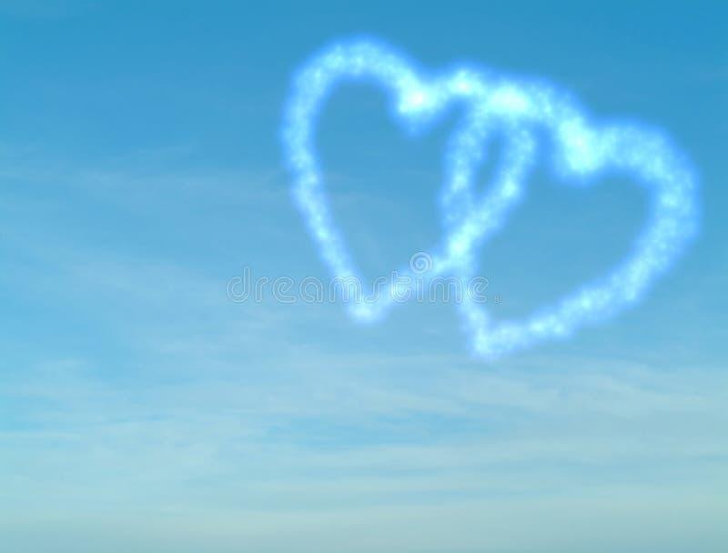 Bewolkt hart op blauwe hemel royalty-vrije stock fotografie
