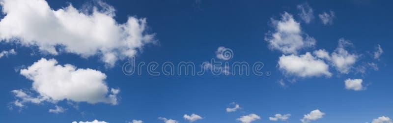 Bewolkt hemelpanorama royalty-vrije stock afbeelding