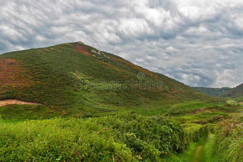 Download Bewolkt Landschap In Normandië Stock Afbeelding - Afbeelding bestaande uit frankrijk, normandië: 26556771