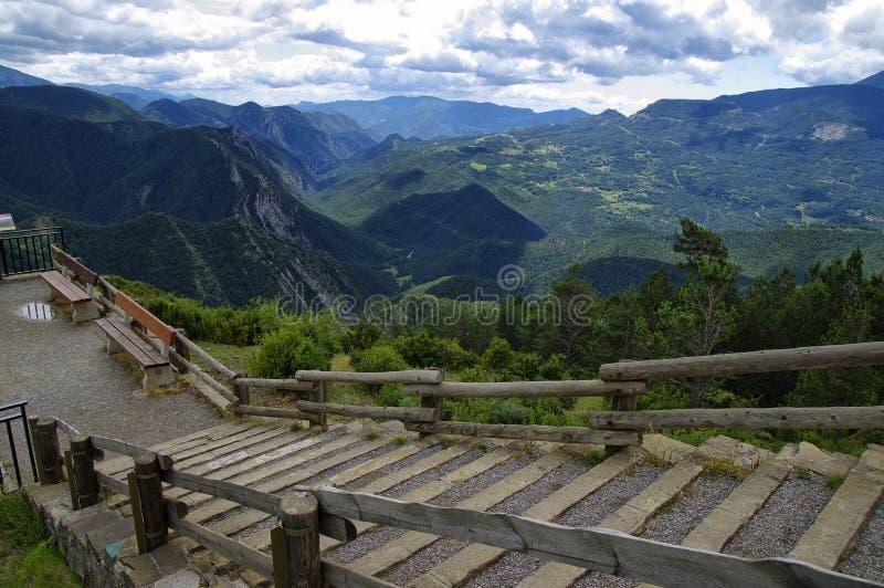 Bewolkt landschap van Mirador DE Gresolet pyrenees stock afbeeldingen