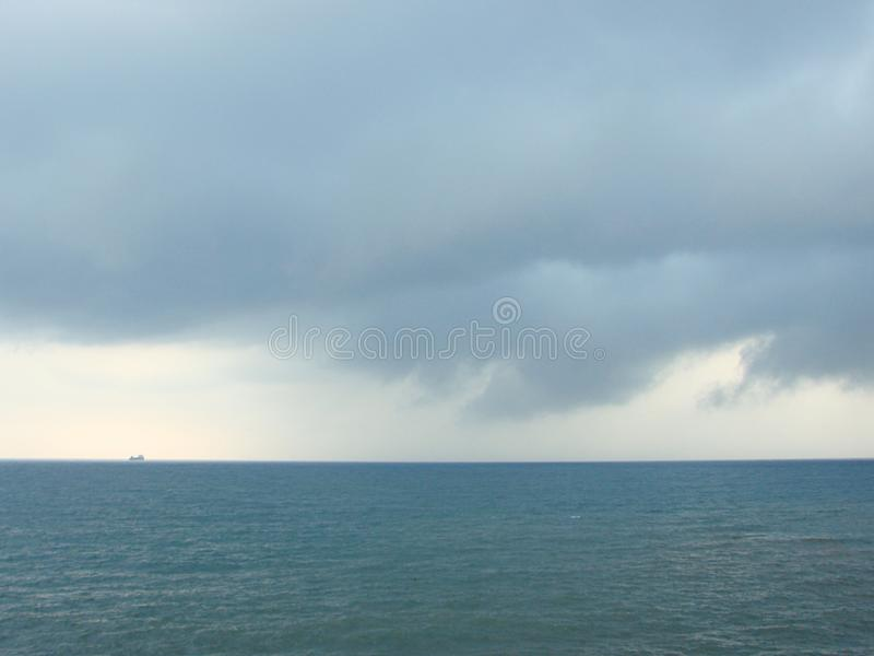 Bewolkt Onweer over een Oceaan royalty-vrije stock foto