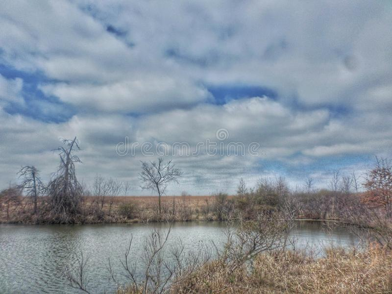 Bewolkte dag bij het meer in Oklahoma royalty-vrije stock afbeeldingen